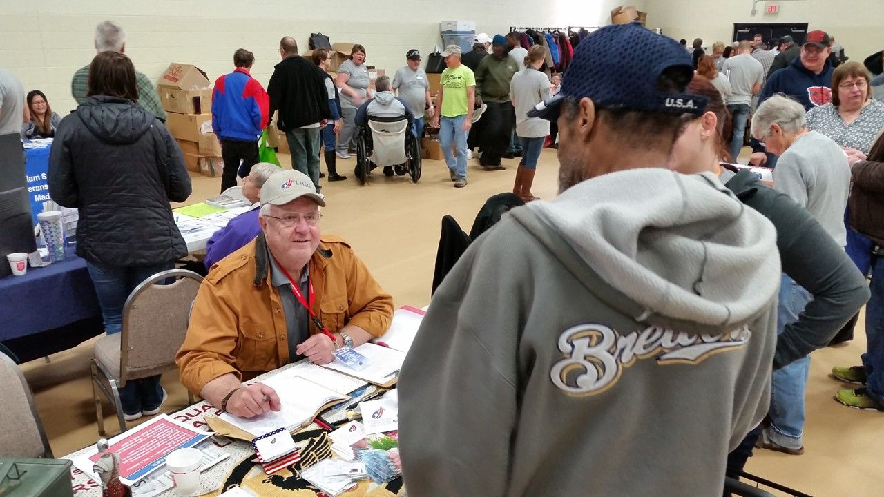 Erhard Opsahl Visiting with Homeless Veteran 10-22-2016 (002)